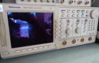 オシロスコープ・テクトロニクス・TDS744A(M210114A02)